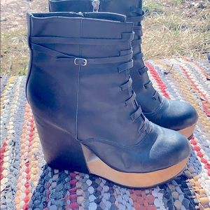 Urban outfitters (Deena & Ozzy) wedge boots